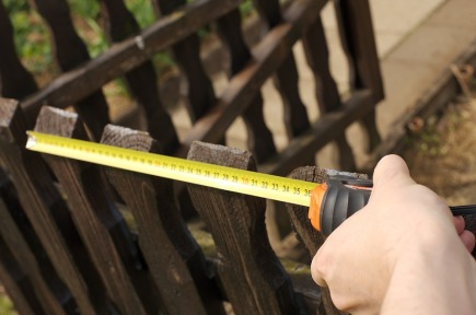 tape-measure-fence-repair-frebetoa